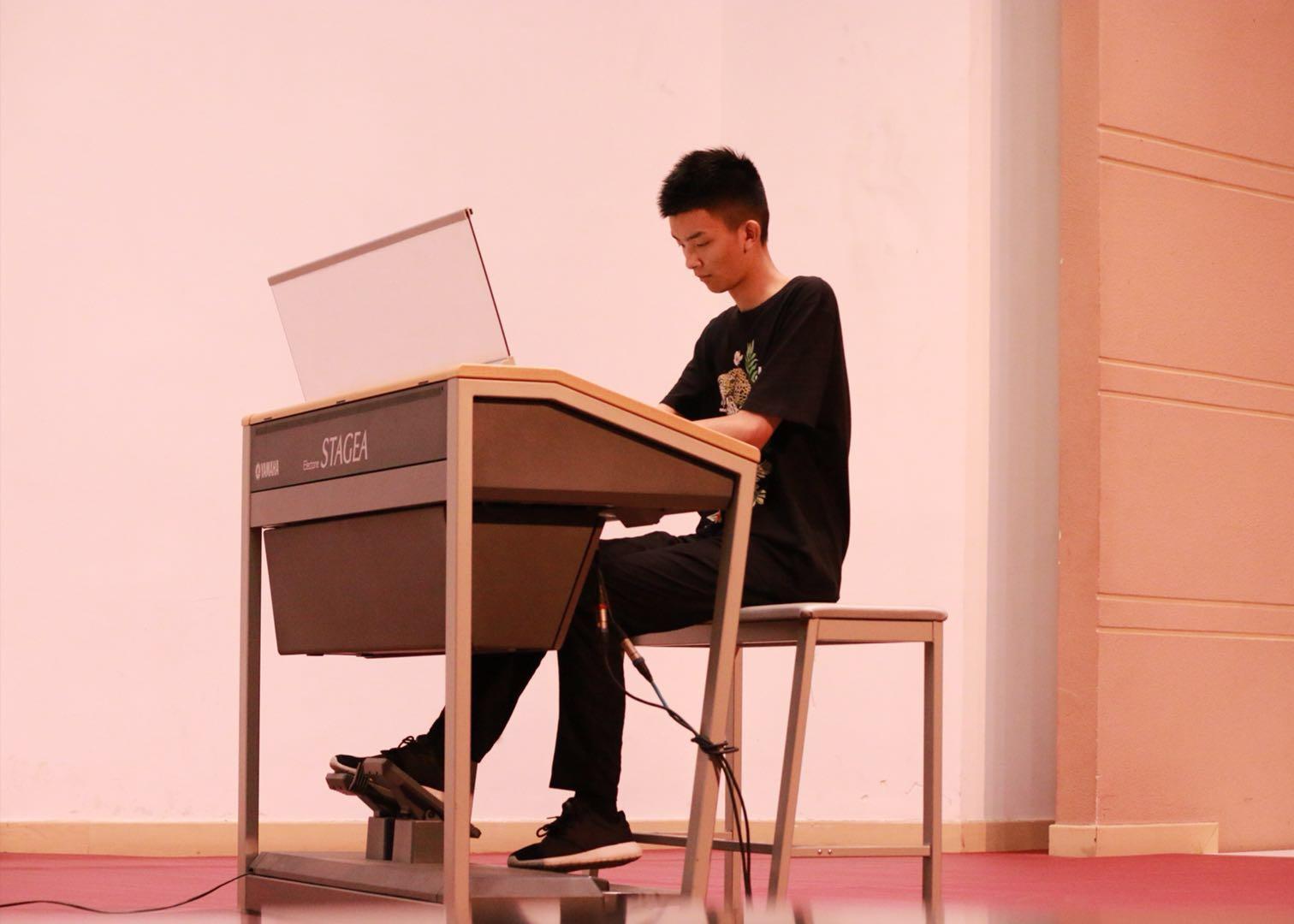 一个人的交响乐队-《林钰丰电子管风琴专场演奏音乐会图片